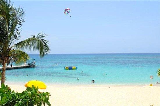 Reggae Tours: Doctors Cave Beach Montego Bay