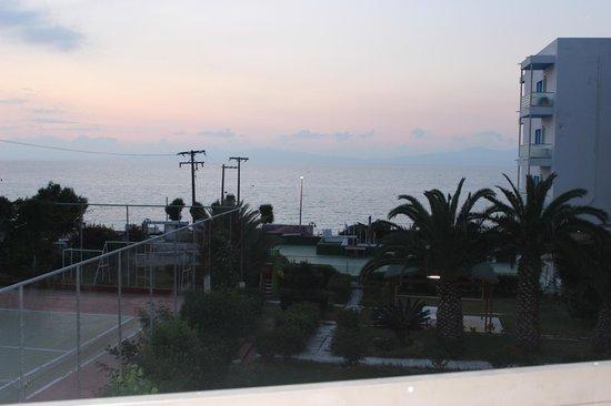Belair Beach Hotel: Вид с балкона