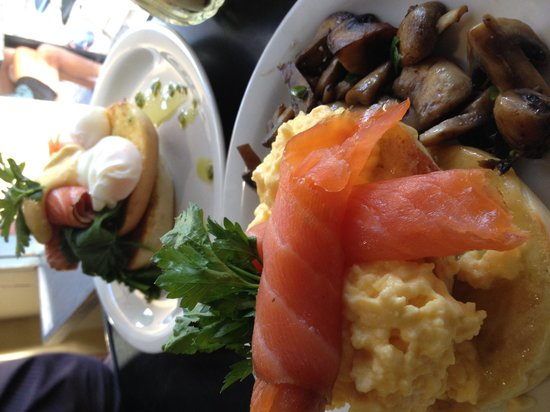 Retro Cafe: Bagels, salmon, mushrooms - very large breaky.