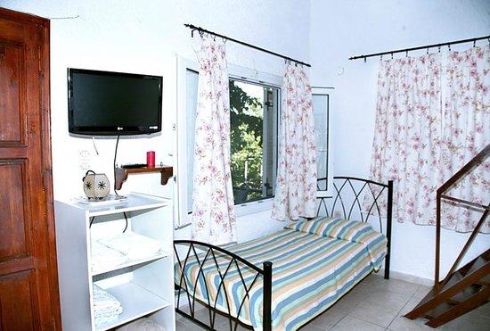 Rozalia's Sivota Rooms & Apts