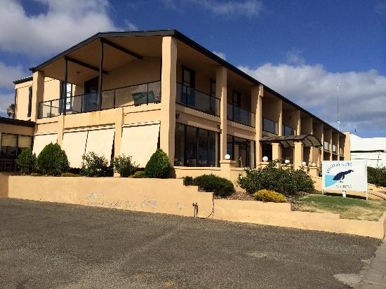 Kangaroo Island Seafront: This is the photo of the exterior. The web site photos are deceptive.