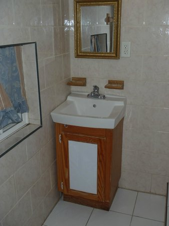 Caribbean Holiday Apartments: Bathroom