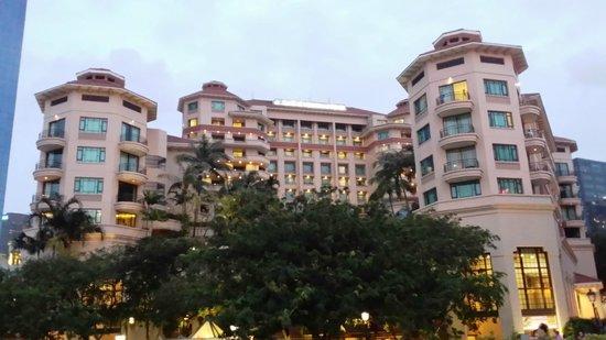 Swissotel Merchant Court Singapore: Hotel picture taken from Clark Quay