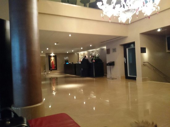 The May Fair Hotel : Hall