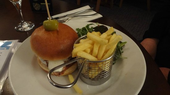Fistral Beach Hotel and Spa: Chicken 'New Yorker' burger