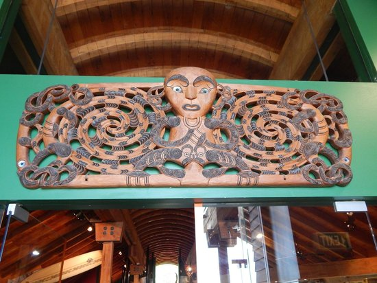 TIME Unlimited Tours: Maori carving.