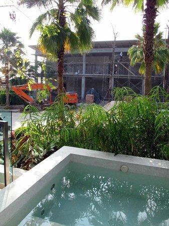 Wyndham Sea Pearl Resort Phuket: Construction site outside