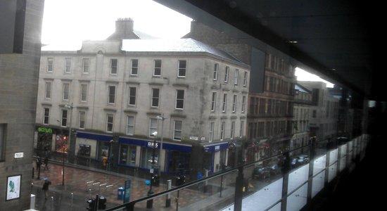 Premier Inn Glasgow City Centre Buchanan Galleries Hotel: Go to this st.junction, turn left, Concert Hall 1 min walk away
