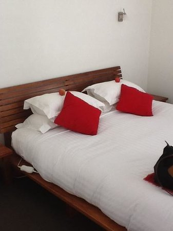 Two Four Two Boutique Apartments: comfy bed pillows