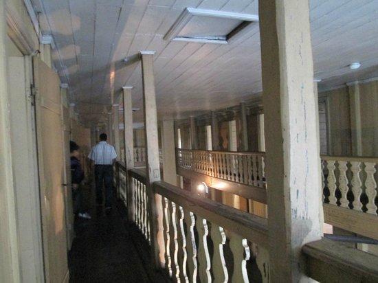 Leprosy Museum : 2階の通路。両側は小さな個室になっている。