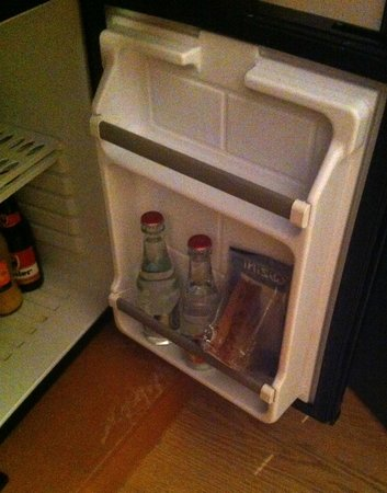 Le 1815 Hotel: the fridge with smelly sandwich !