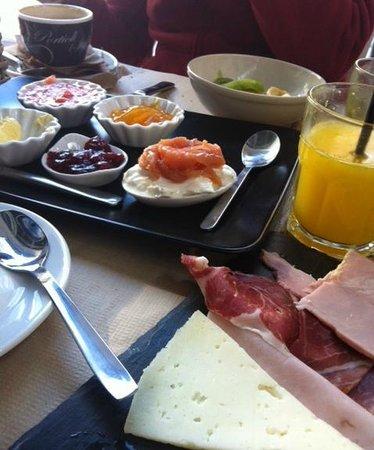 Baker & CO: Bandeja de embutidos, queso y salmón ahumado