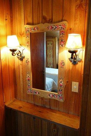 Hosteria La Casita: Dressing mirror in the room - Casita Suiza