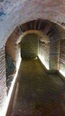Underground Naples: Fondamenta dell'anfiteatro romano