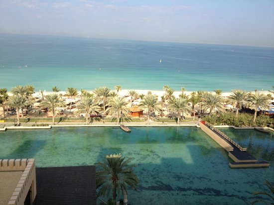 Jumeirah Mina A'Salam : View of waterway, beach and pool from room