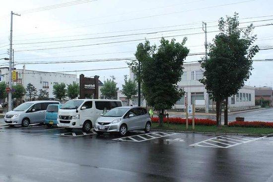 Michi-no-Eki Higashikawa Michikusakan: 広い駐車場