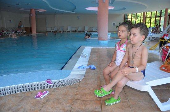 DoubleTree by Hilton Varna - Golden Sands: закрытый бассейн