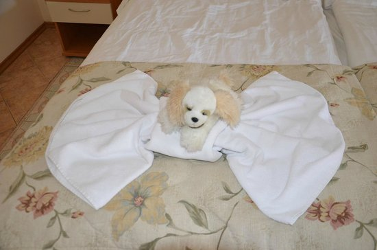 DoubleTree by Hilton Varna - Golden Sands: после уборки кровати