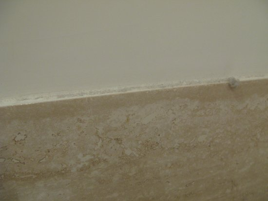 Town House Fontana Di Trevi: Les bordures n'ont pas vu une éponge depuis longtemps