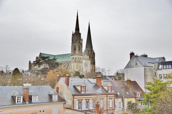Timhotel Chartres Cathedrale: Timhotel Chartres vue sur la Cathédrale