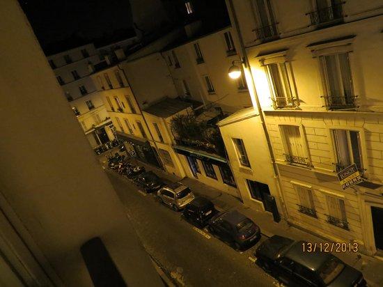 Le Relais Montmartre: вид из окна