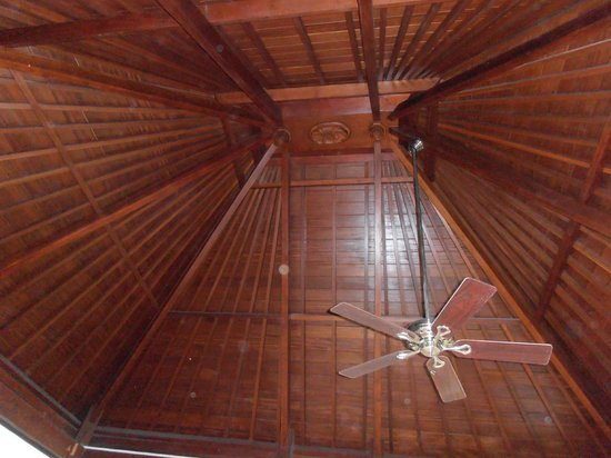 KoenoKoeni Villa: the roof above the Bed!!
