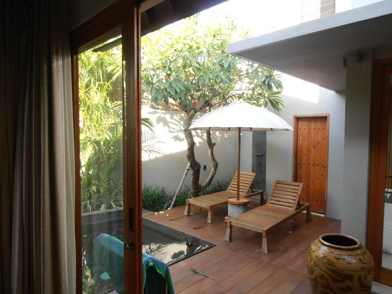 KoenoKoeni Villa: view out of the separate bedroom