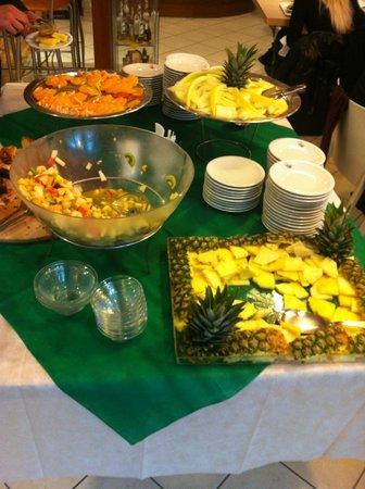 Sandwich Time: buffet frutta e dolci gratis