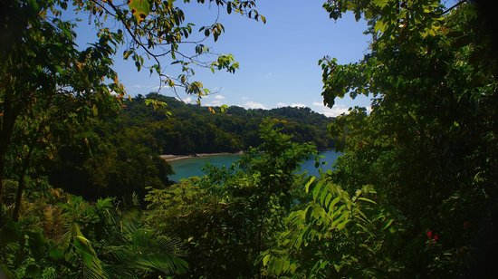 Tulemar Bungalows & Villas: View of the private beach from the North Trail