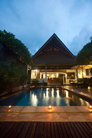 Villa Teman : sunset by the pool in your private villa