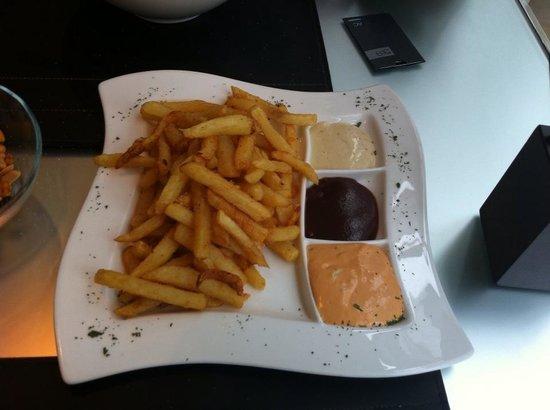 AC Hotel Madrid Feria: patatas del Bar a las 3 salsas