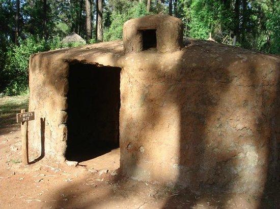 Bomas of Kenya : Wife Hut