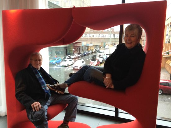 citizenM Glasgow : seating in reception area