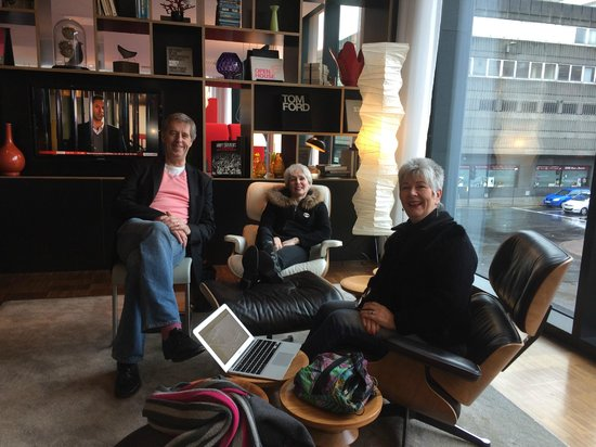 citizenM Glasgow : @eilidhmilnes at work and play with colleagues @mediacoach @janegunn