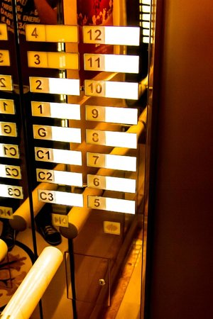 Casa Real Hotel: лифт