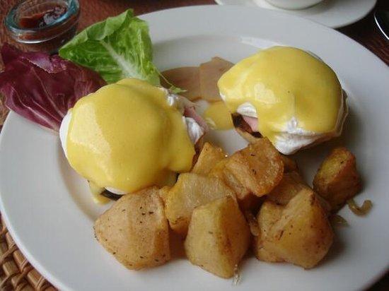Maya Sari Restaurant: Best Eggs Benedict in Bali!