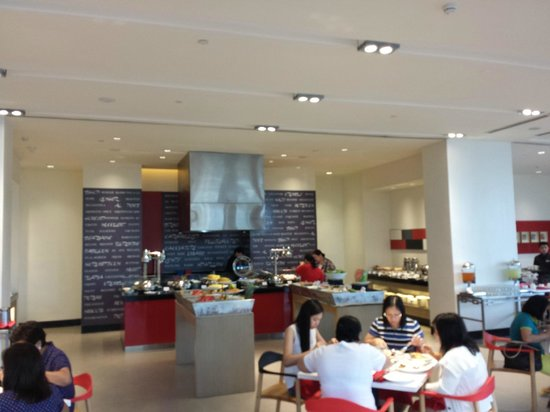 Park Inn by Radisson Davao: Buffet Breakfast at the Ground Floor Dining Area