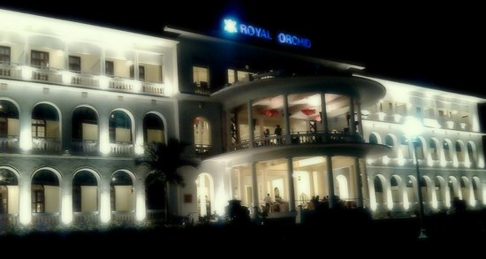 Royal Orchid Brindavan Gardens: Hotel - Well Lit at night