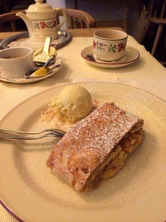Spatenhof: The famous apple cake