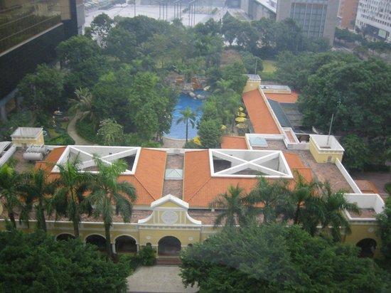Grand Lapa Macau: 部屋からプールを臨む