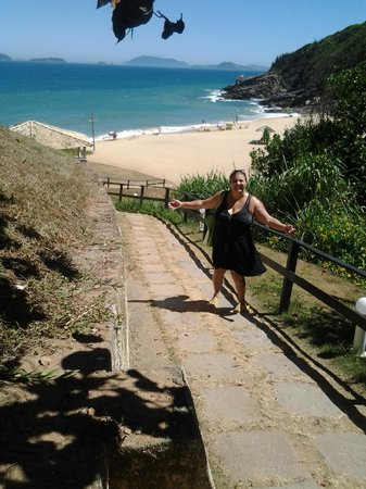 Apa Pau Brasil Hotel: Caminho da pousada para a praia