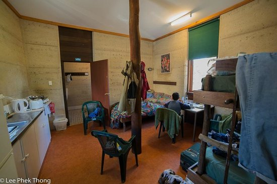Stirling Range Retreat: Rammed earth cabin