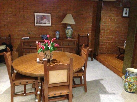 Suites Amberes: interior room