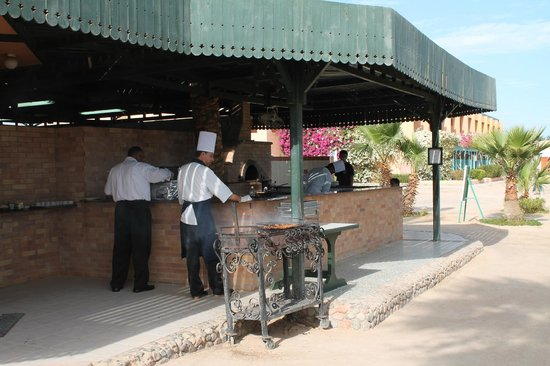 Giftun Azur Resort : Pizza - forskellige fra dag tll dag + div. grill kød