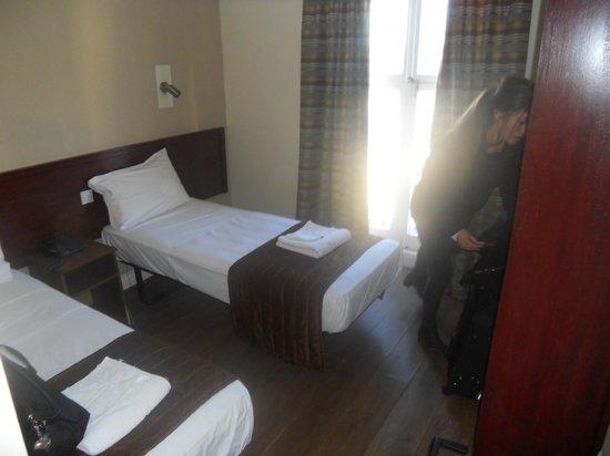 Ascot Hyde Park Hotel: Sovrummet
