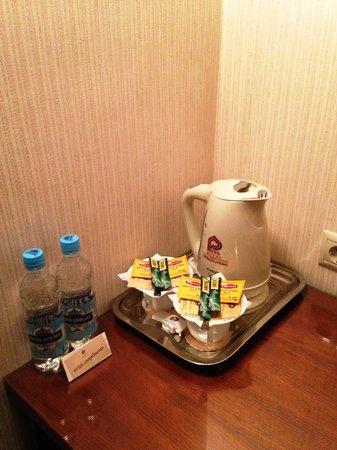 Premier Hotel Rus: 水は2本無料でついてきます