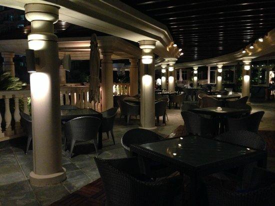 Roda Al Murooj: Outdoor Dining Area of Pergolas