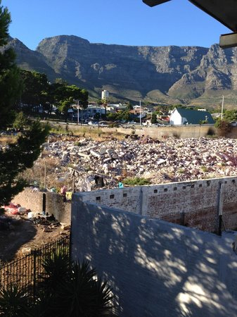 Best Western Cape Suites Hotel: View twards the Mountain - Ignore the rubble!