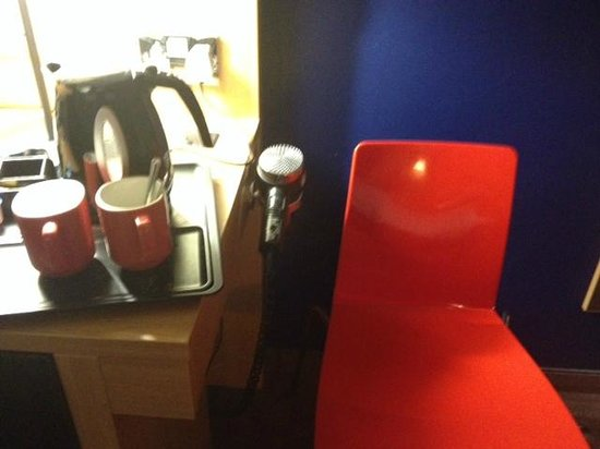 Park Inn by Radisson Cardiff North: Coffee, tea, and hair dryer
