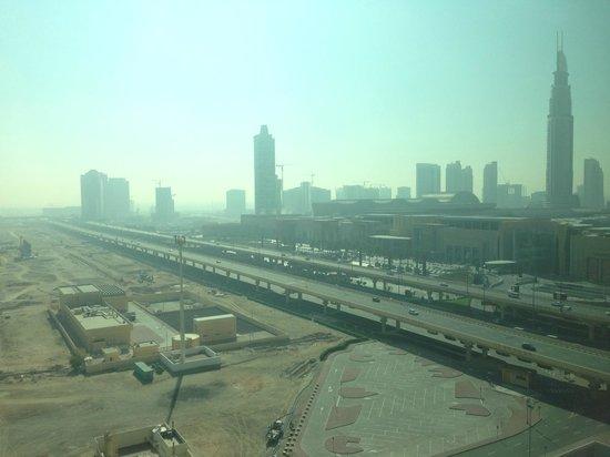 Roda Al Murooj: View of Dubai Mall from Club Rotana Lounge in the 14th floor